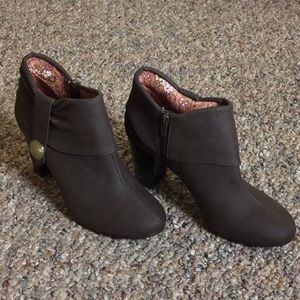 "Decree ""Chocolate"" Brown Booties - Size 7.5 (New!)"